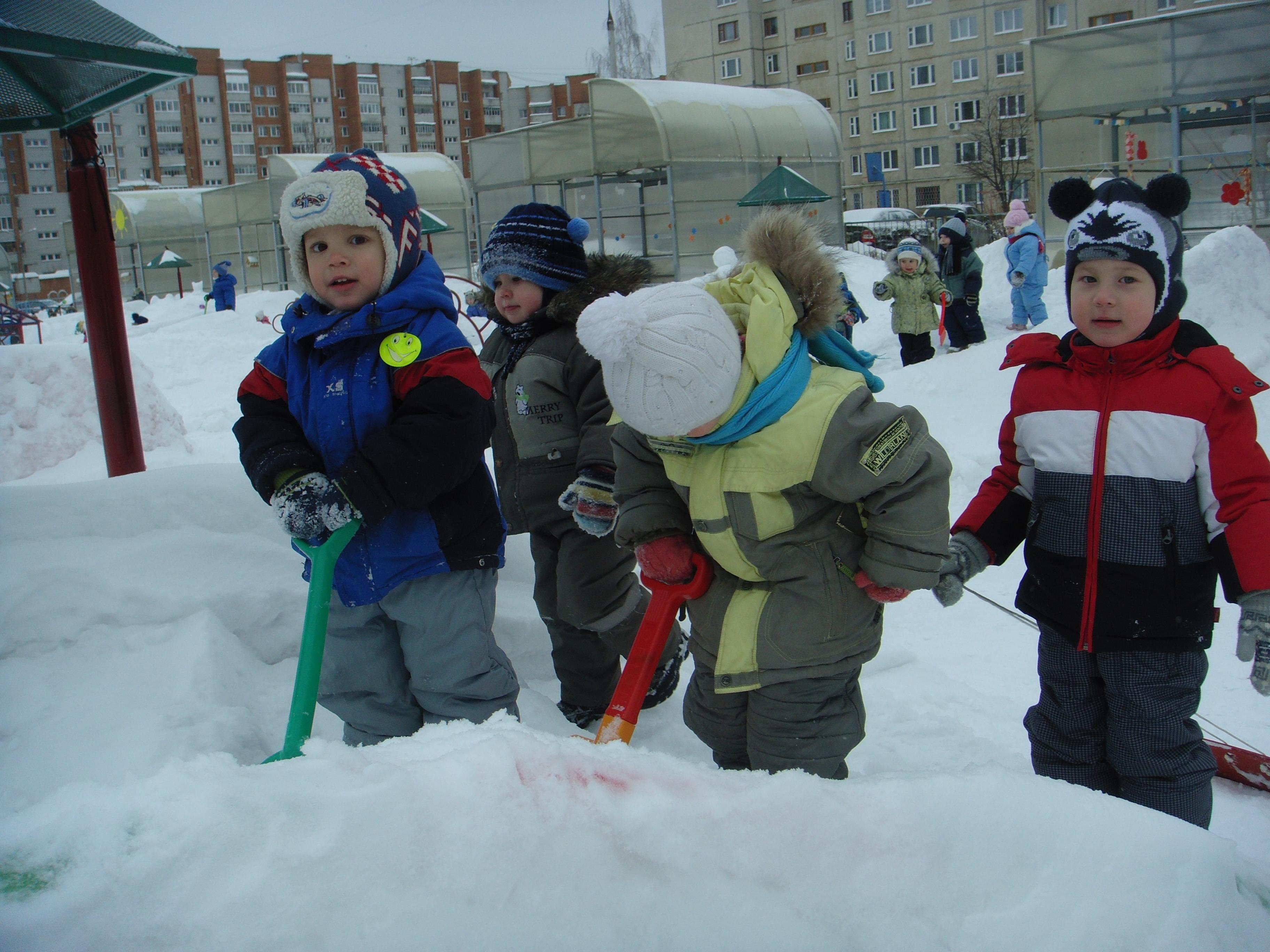 знакомим детей с зимними явлениями